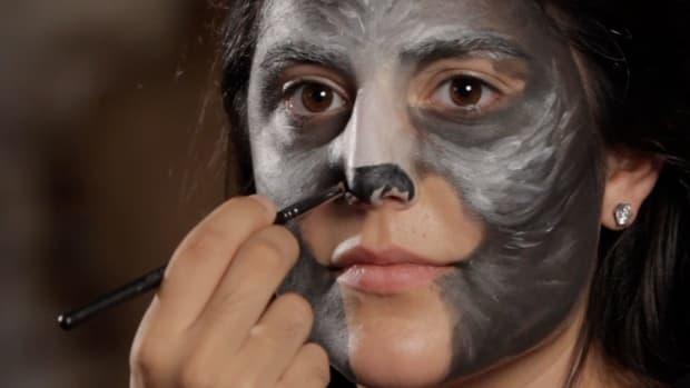K. How to Do Cat Eye Makeup Promo Image