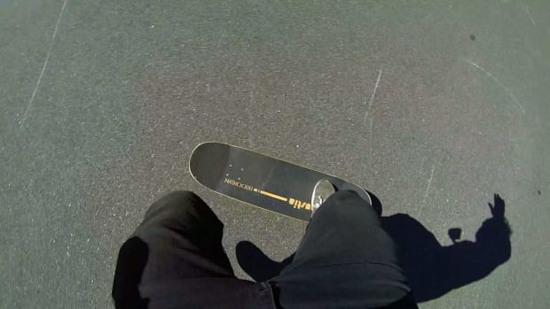 O. How to Do a 1-Foot 180 Combo on a Skateboard Promo Image