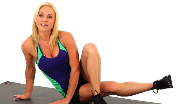 S. How to Do the Inner Thigh Pulse for a Sexy Legs Workout Promo Image