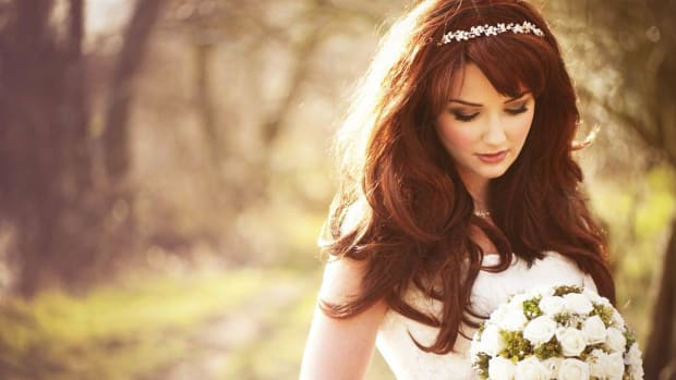 W. How to Wear Your Hair Down for Your Wedding Day Promo Image