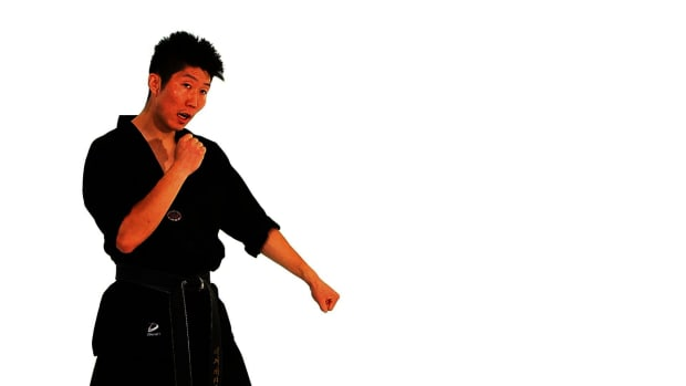 ZE. How to Do the Taekwondo Down Block Counterattack Technique Promo Image
