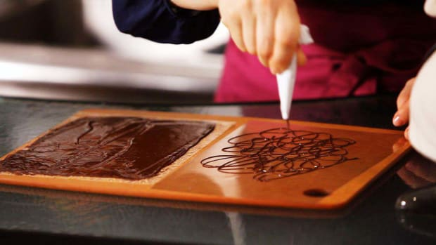 S. 3 Techniques to Make Cake Decorations with Chocolate Promo Image