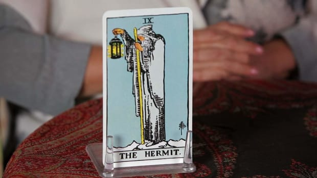 Z. How to Read the Hermit Tarot Card Promo Image