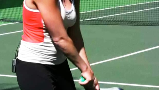 F. How to Pick between One-Handed & Two-Handed Tennis Backhand Promo Image