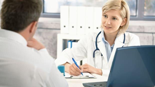 U. Symptoms of the STD Chlamydia in Men vs. Women Promo Image