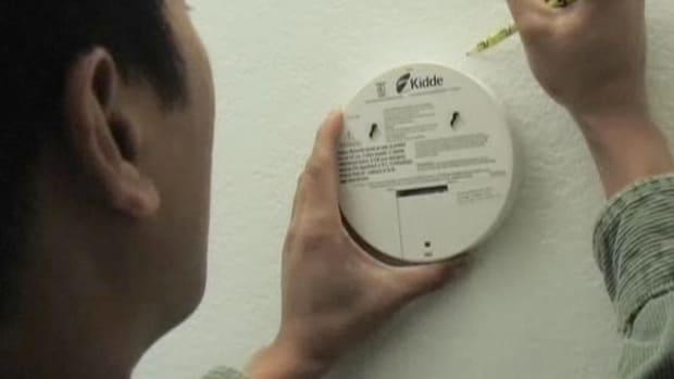 O. How to Install a Carbon Monoxide Detector Promo Image