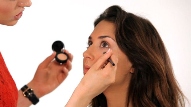 O. How to Cover Under Eye Circles Promo Image
