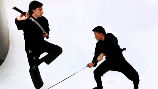 ZU. How to Cartwheel to Avoid an Attack in Katana Sword Fighting Promo Image