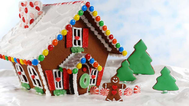 A. How to Make an Easy Gingerbread House Promo Image