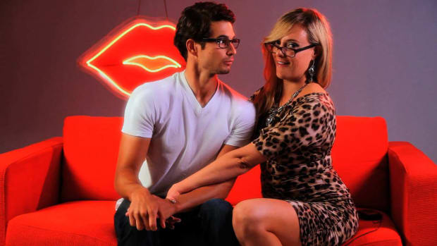 V. How to Kiss with Glasses Promo Image