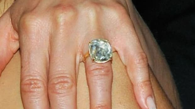 ZT. How to Get an Engagement Ring like Jennifer Aniston's Promo Image