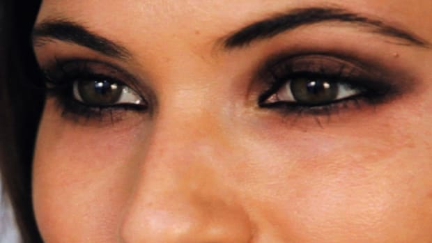C. How to Do Your Eye Makeup like Selena Gomez Promo Image