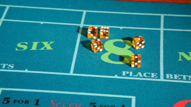 ZE. How to Make a Pass Line Bet or Don't Pass Line Bet in Craps Promo Image