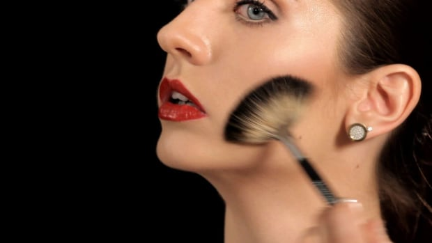 K. How to Use a Bronzer Makeup Brush Promo Image