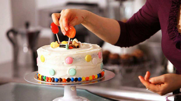 ZC. How to Decorate a Cake with Candy Promo Image
