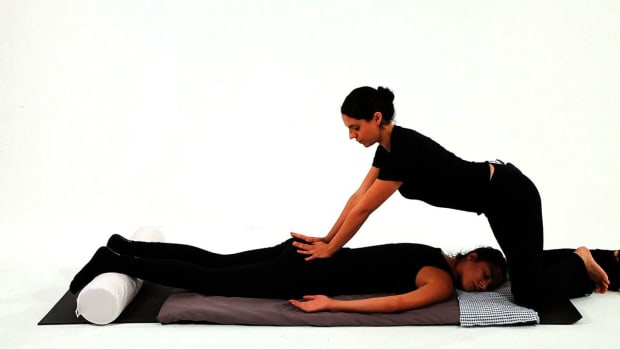 L. How to Give a Shiatsu Lower Back Massage Promo Image