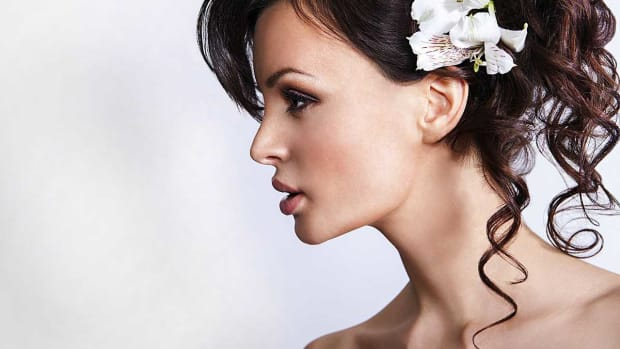ZB. 5 Wedding Day Hairstyle Ideas for Medium-Length Hair Promo Image
