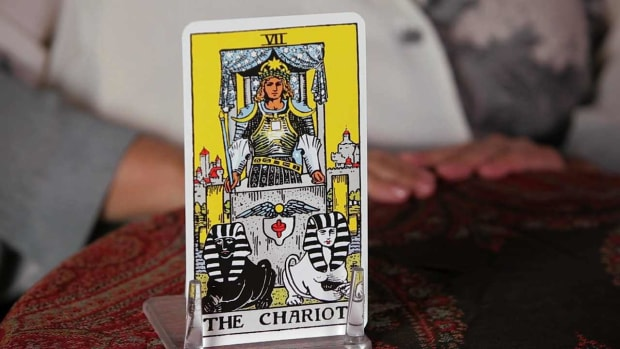 X. How to Read the Chariot Tarot Card Promo Image