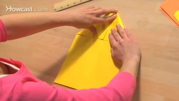 ZI. كيف تصنع طائرة من الورق Promo Image