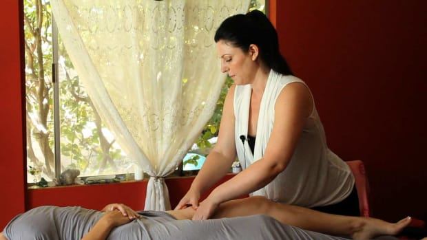 S. How to Deep Tissue Massage the Thighs Promo Image