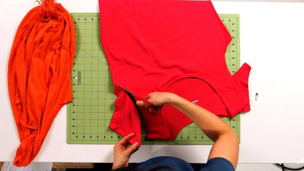 J. How to Cut Sleeves & Neck of a T-Shirt for No-Sew Tote Bag Promo Image