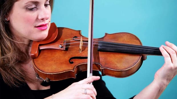 https://www.howcast.com/.image/ar_16:9%2Cc_fill%2Ccs_srgb%2Cfl_progressive%2Cg_faces:center%2Cq_auto:good%2Cw_620/MTU5NzA0ODM3MDMwMDkzOTI5/u-what-are-different-bow-strikes-on-the-violin-promo-image.jpg