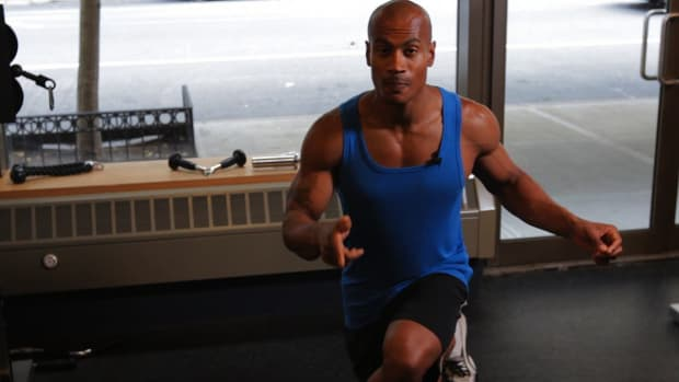 ZD. How to Do a Crossover Reverse Lunge for a Back Workout Promo Image