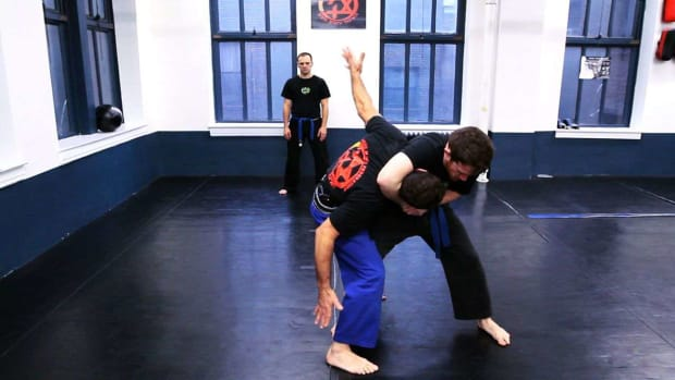 ZE. How to Defend Yourself against a Side Headlock in Krav Maga Promo Image