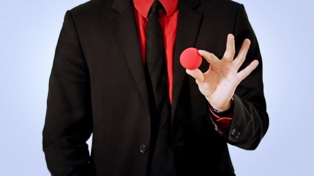 ZF. How to Do the Top-of-Fist Vanish Magic Trick Promo Image