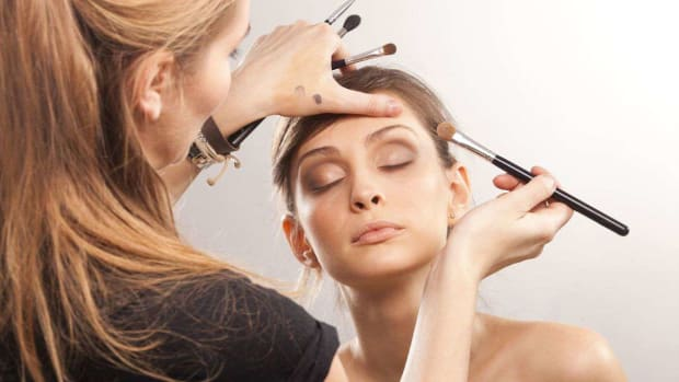 ZR. How to Become a Makeup Artist Promo Image