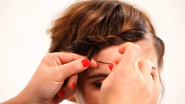 S. How to Style Short Hair with Bobby Pins, Part 1 Promo Image