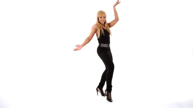 ZC. How to Do Sexy Dance Moves like Shakira Promo Image