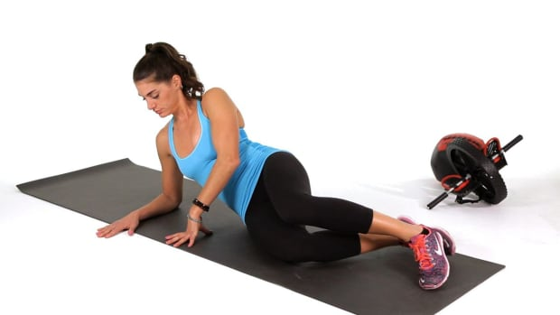 E. How to Do a Side Plank with Arm Reach Promo Image