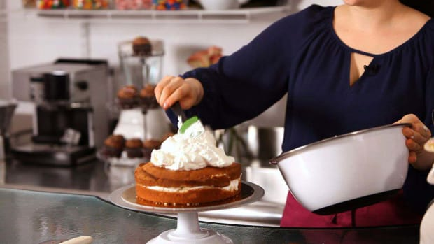 F. How to Ice a Cake with Whipped Cream Promo Image