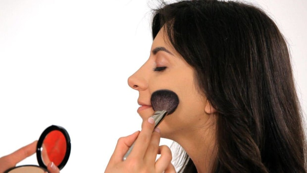 ZH. How to Cover Up Acne with Makeup Promo Image