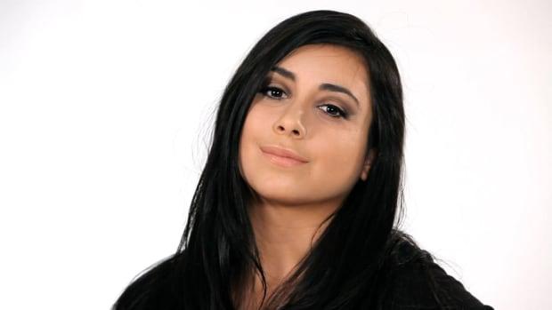 X. How to Do a Kim Kardashian Smokey Eye Promo Image