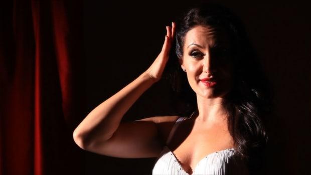 ZC. 3 Burlesque Hair Tips Promo Image