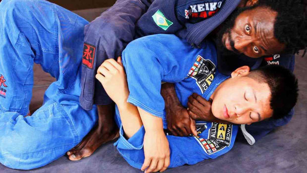 ZE. How to Do the Underarm Collar Choke in Brazilian Jiu Jitsu Promo Image