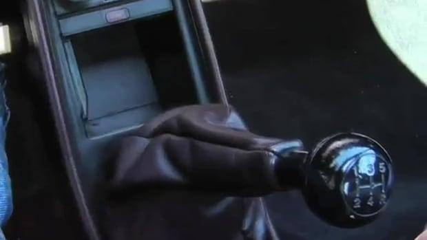 T. كيف تقود سيارة بناقل حركة يدوي Promo Image