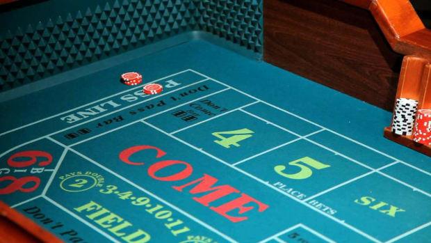 Craps free odds betting