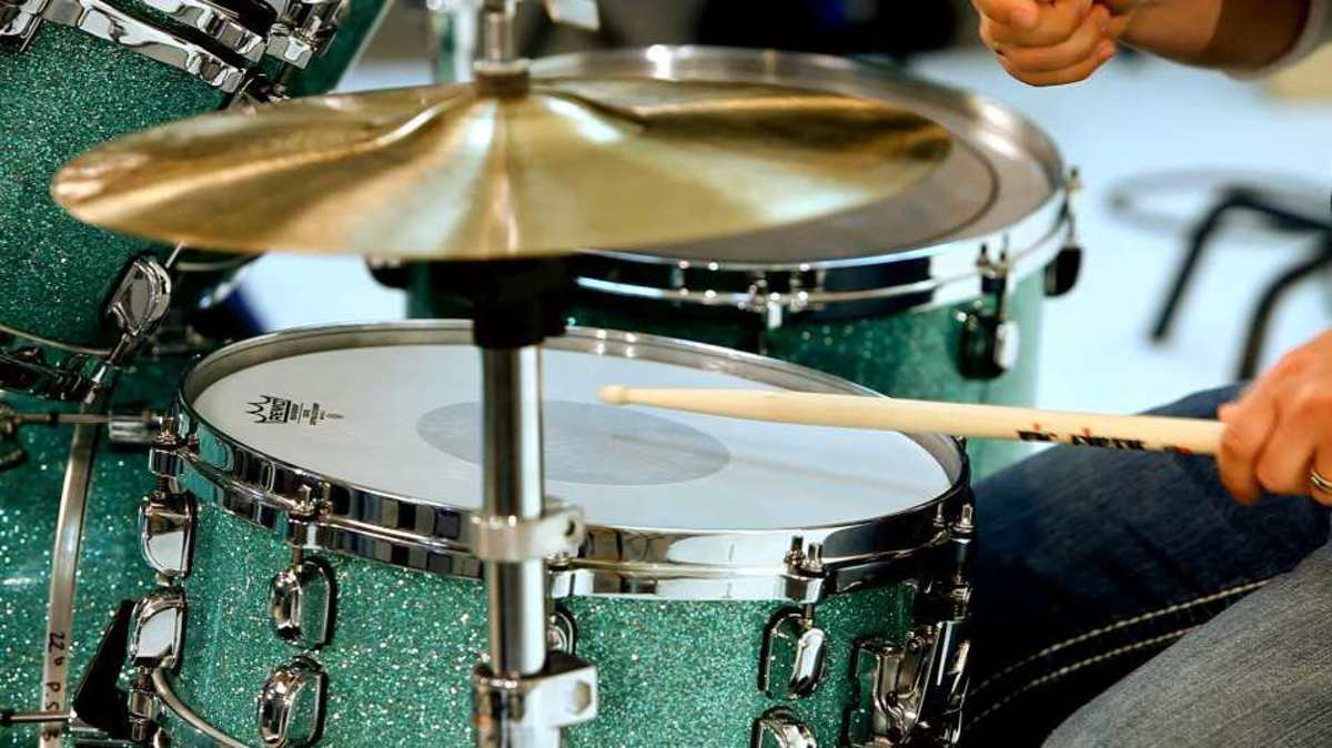 how to play snare drum beat variations howcast the best how to videos. Black Bedroom Furniture Sets. Home Design Ideas