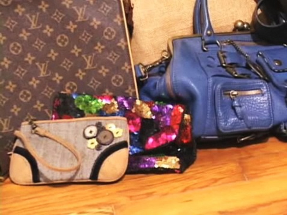 How To Choose The Best Handbag For Your Outfit Howcast Videos