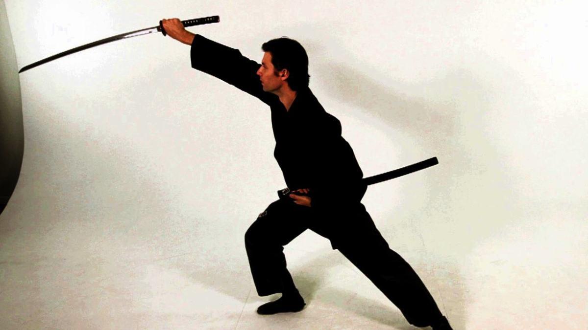 How to Do a Tate Nuki Katana Draw Strike in Sword Fighting - Howcast