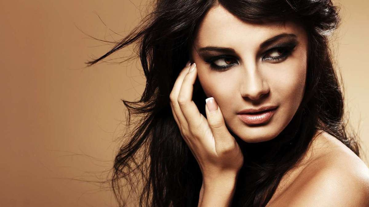 Angelina Jolie Hair Styles: How To Get Hair Color Like Angelina Jolie - Howcast